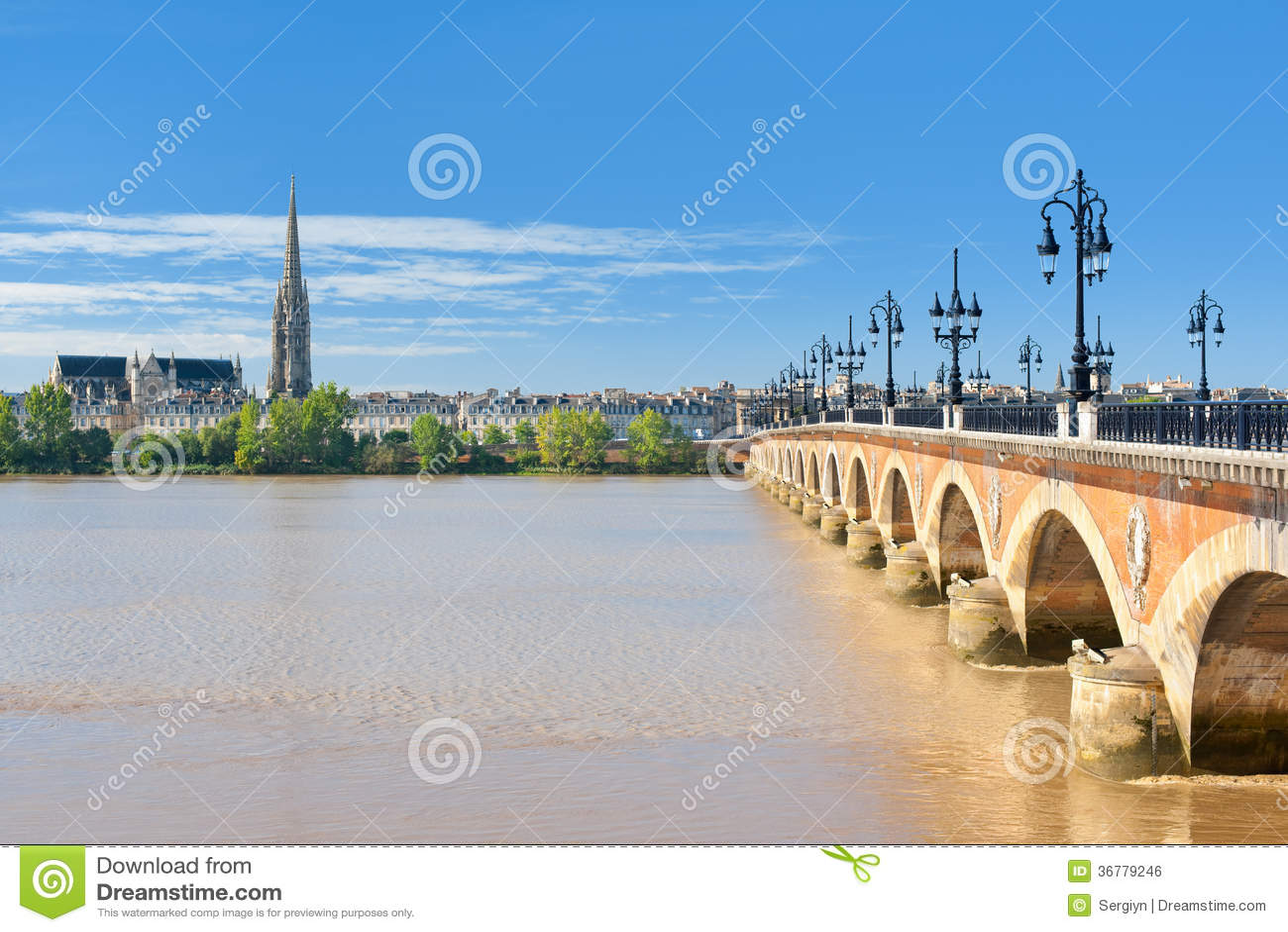 Bordeaux à un jour ensoleillé