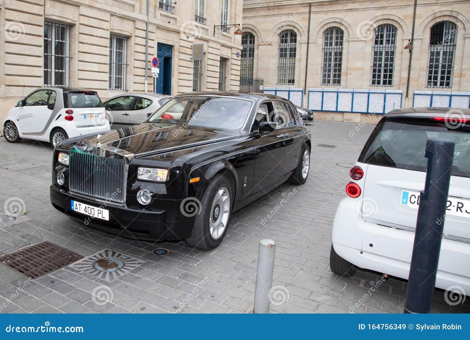Bordeaux Aquitaine France 11 07 2019 Rolls Royce Phantom Black Luxury Car Beside Small Smart Car Editorial Stock Image Image Of Ghost Phantom 164756349