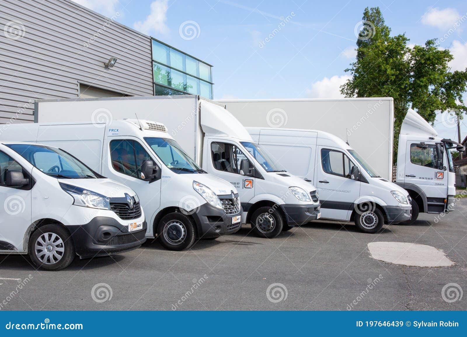 Transport Dumont Several Cars Vans Trucks Parked In Parking Lot ...