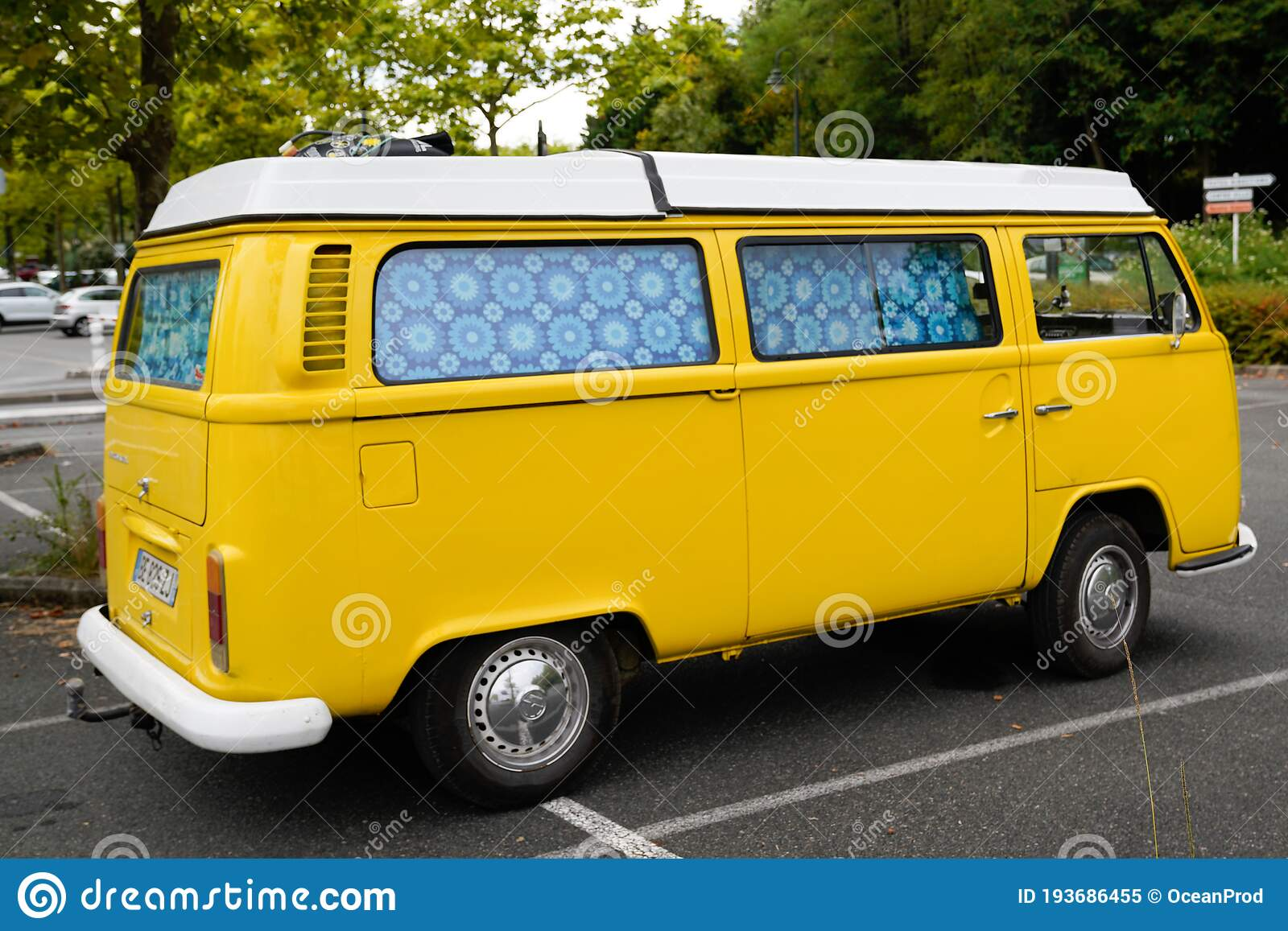 2 029 Bus Volkswagen Photos Free Royalty Free Stock Photos From Dreamstime