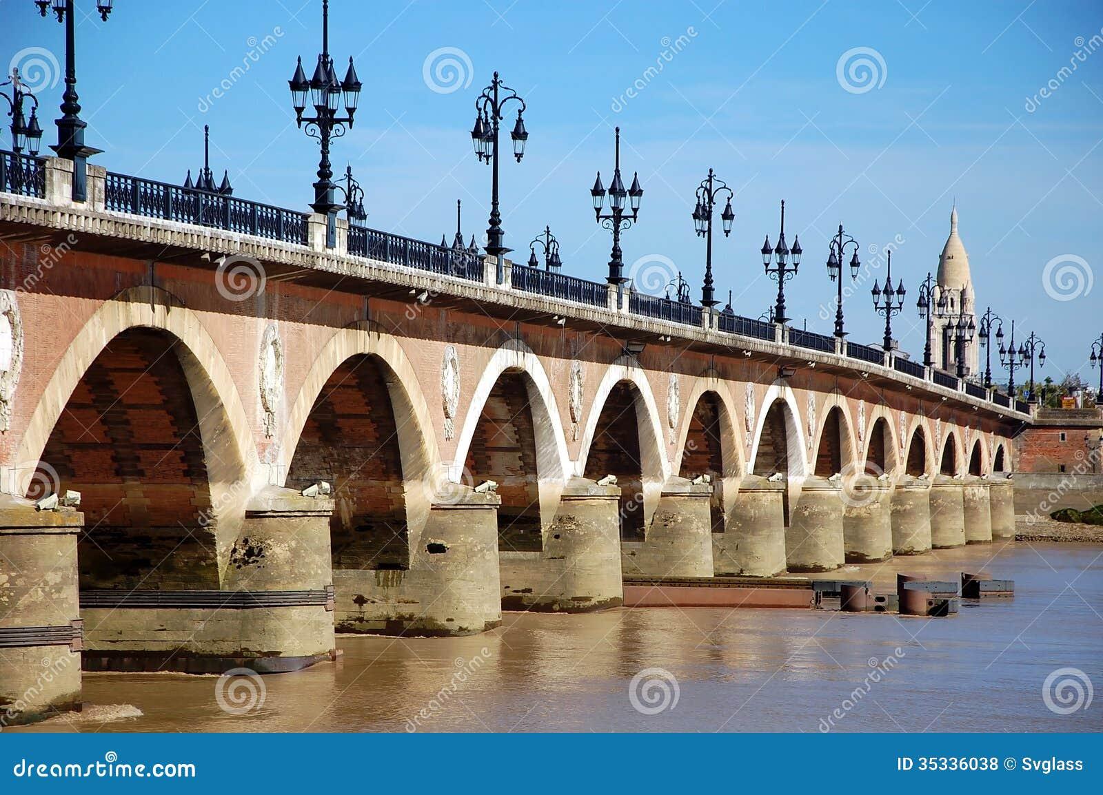 bordeaux france le pont en pierre photo stock image 35336038. Black Bedroom Furniture Sets. Home Design Ideas