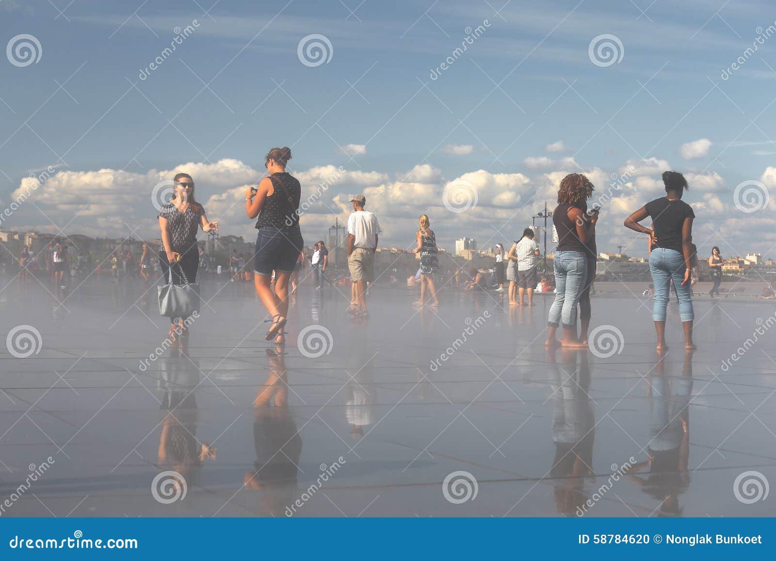 Bordeaux miroir de l 39 eau image ditorial image 58784620 for Miroir de l eau