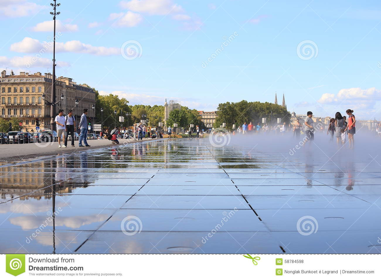 Bordeaux water mirror editorial stock photo image 58784598 for Mirror pool bordeaux