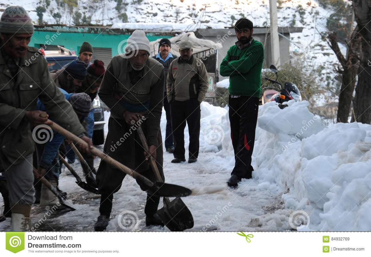 Border Roads Organisation personnel clearing snow