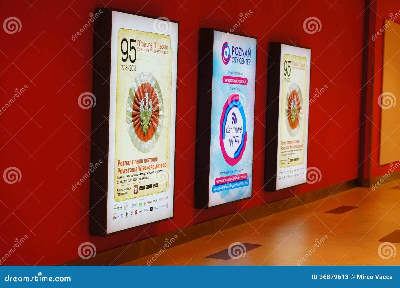Download Bordi di pubblicità fotografia stock editoriale. Immagine di parete - 36879613