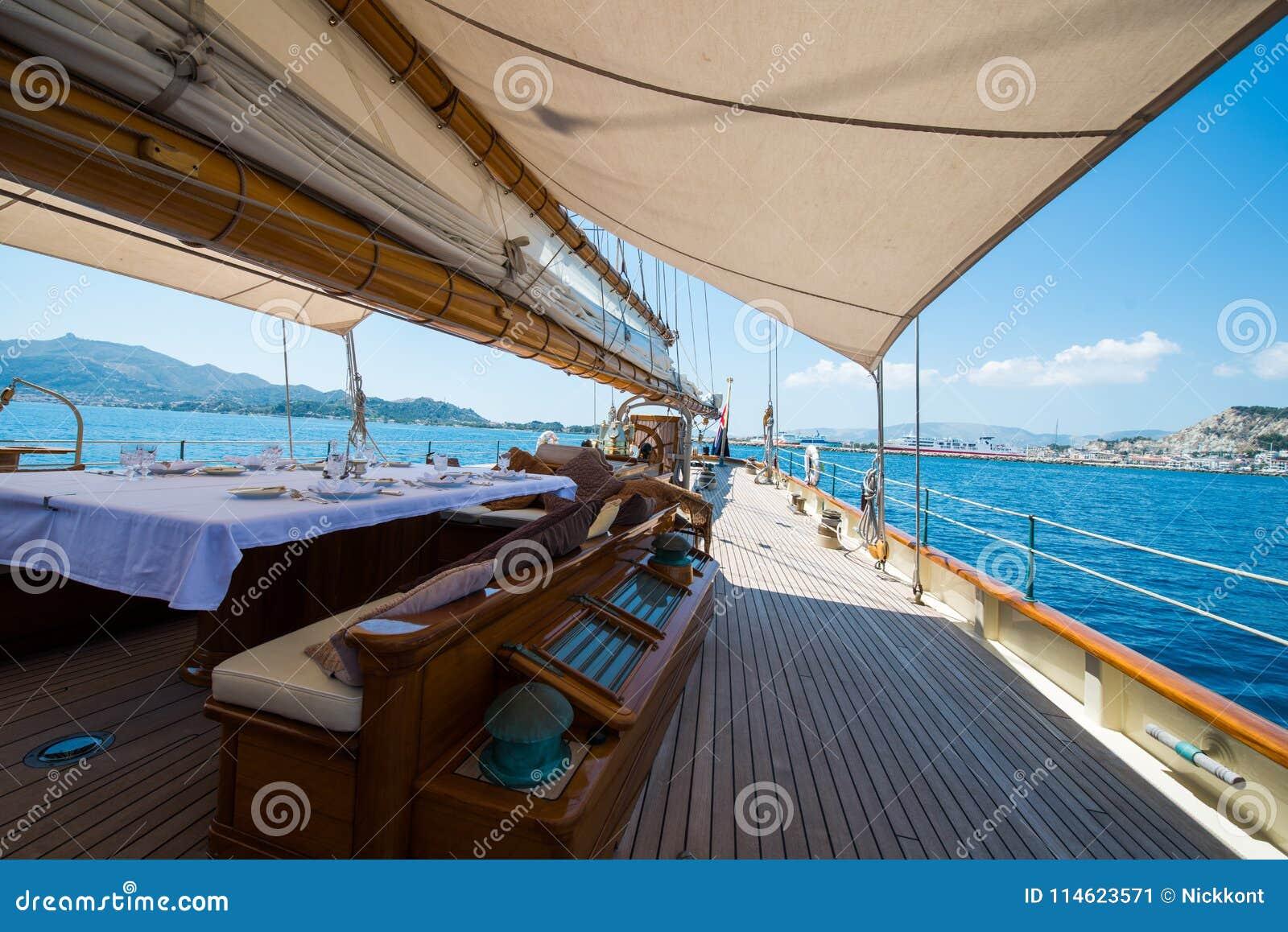 A bordo di un yacht sul mare ionico