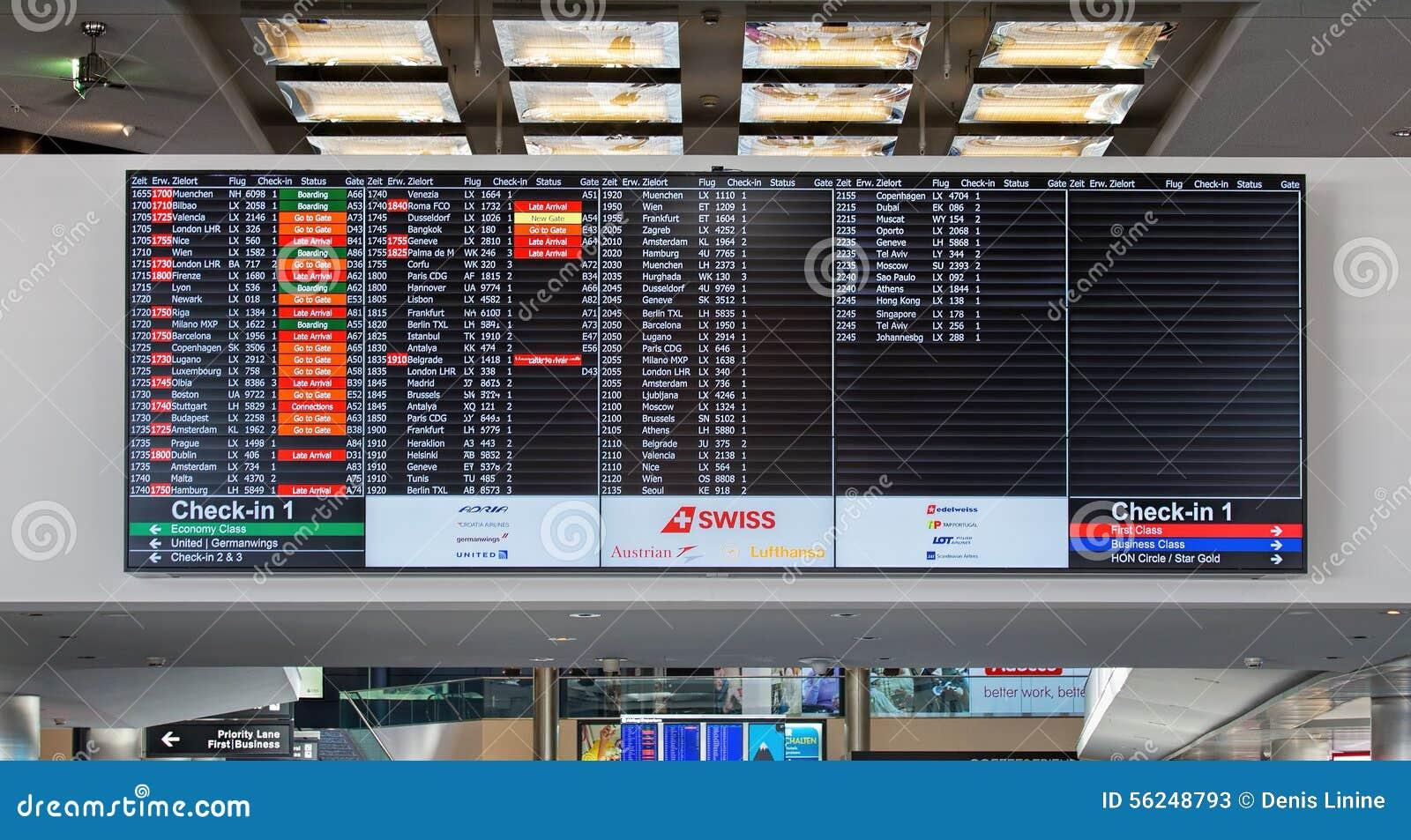 Aeroporto Zurigo Partenze : Bordo partenza di arrivo nell aeroporto di zurigo fotografia stock