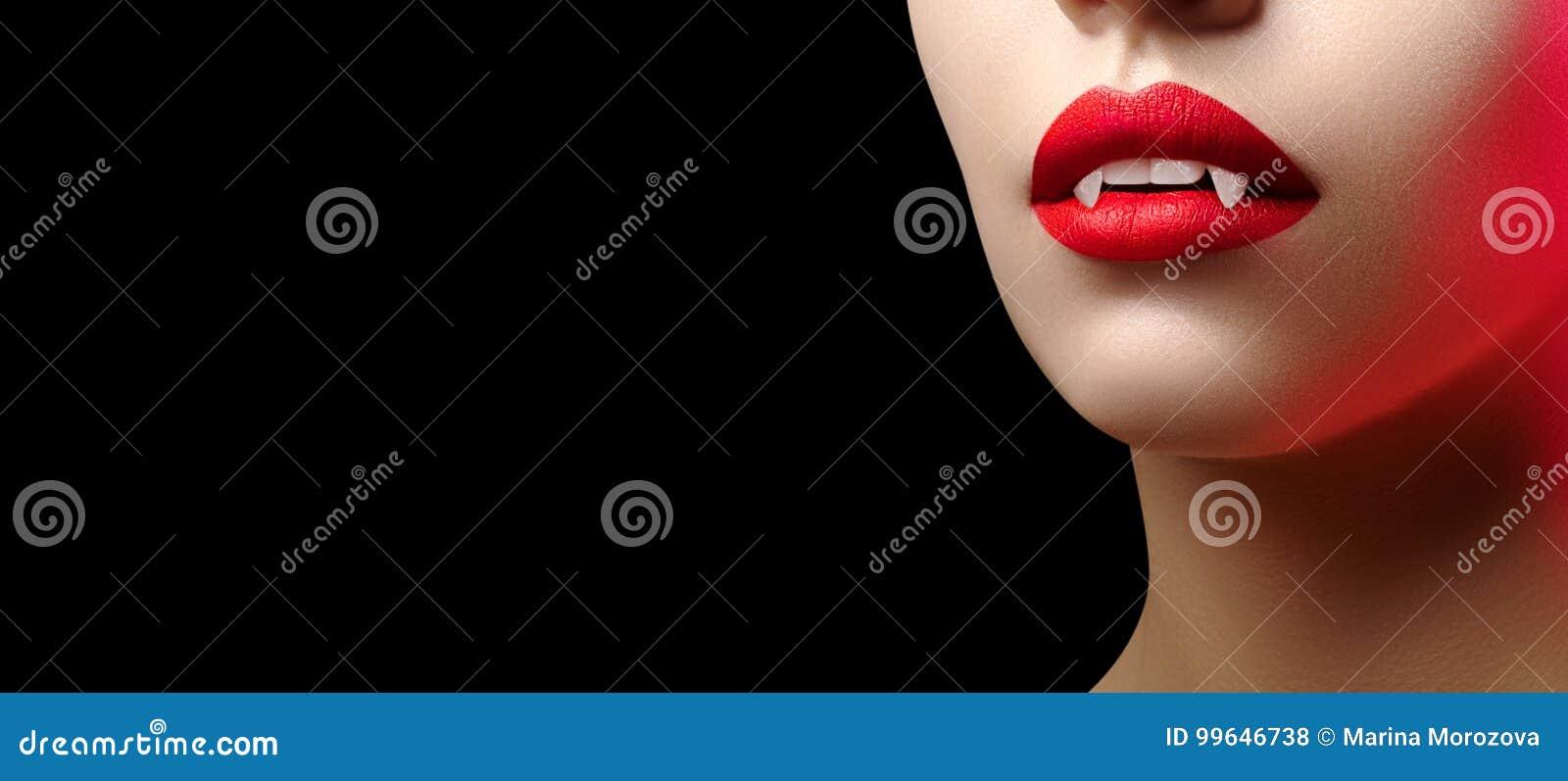 Bordos fêmeas  sexy  do vampiro Fundo de Dia das Bruxas com o bordo vermelho da composição do sangue Olhar do disfarce com fags t