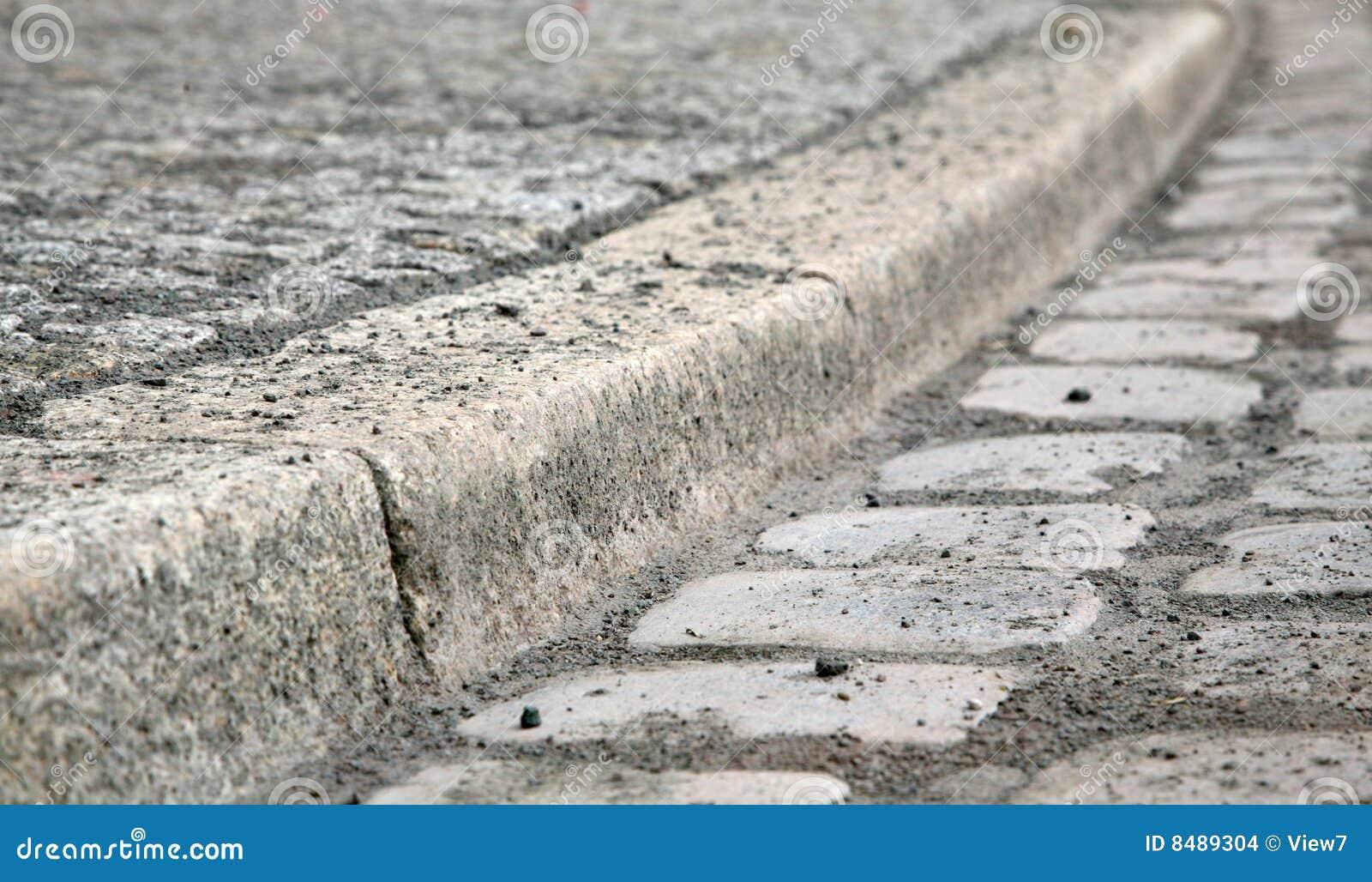 Bordure de trottoir de pav rond photo stock image 8489304 - Bordure de trottoir ...
