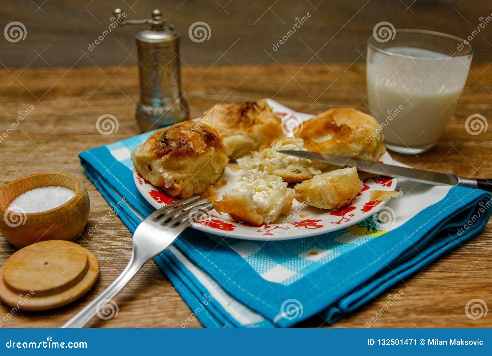 Borek bosnien traditionnel de manti de pâtisserie