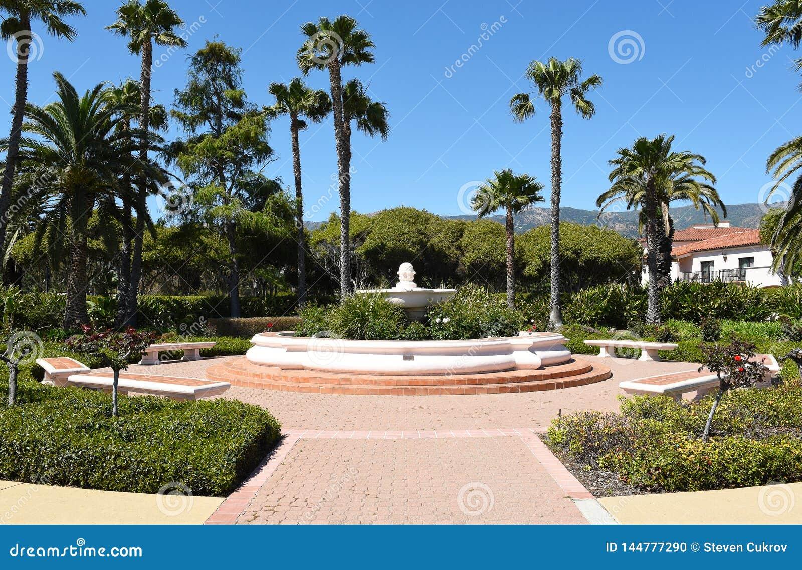 Borggård på Hilton Santa Barbara Beachfront Resort