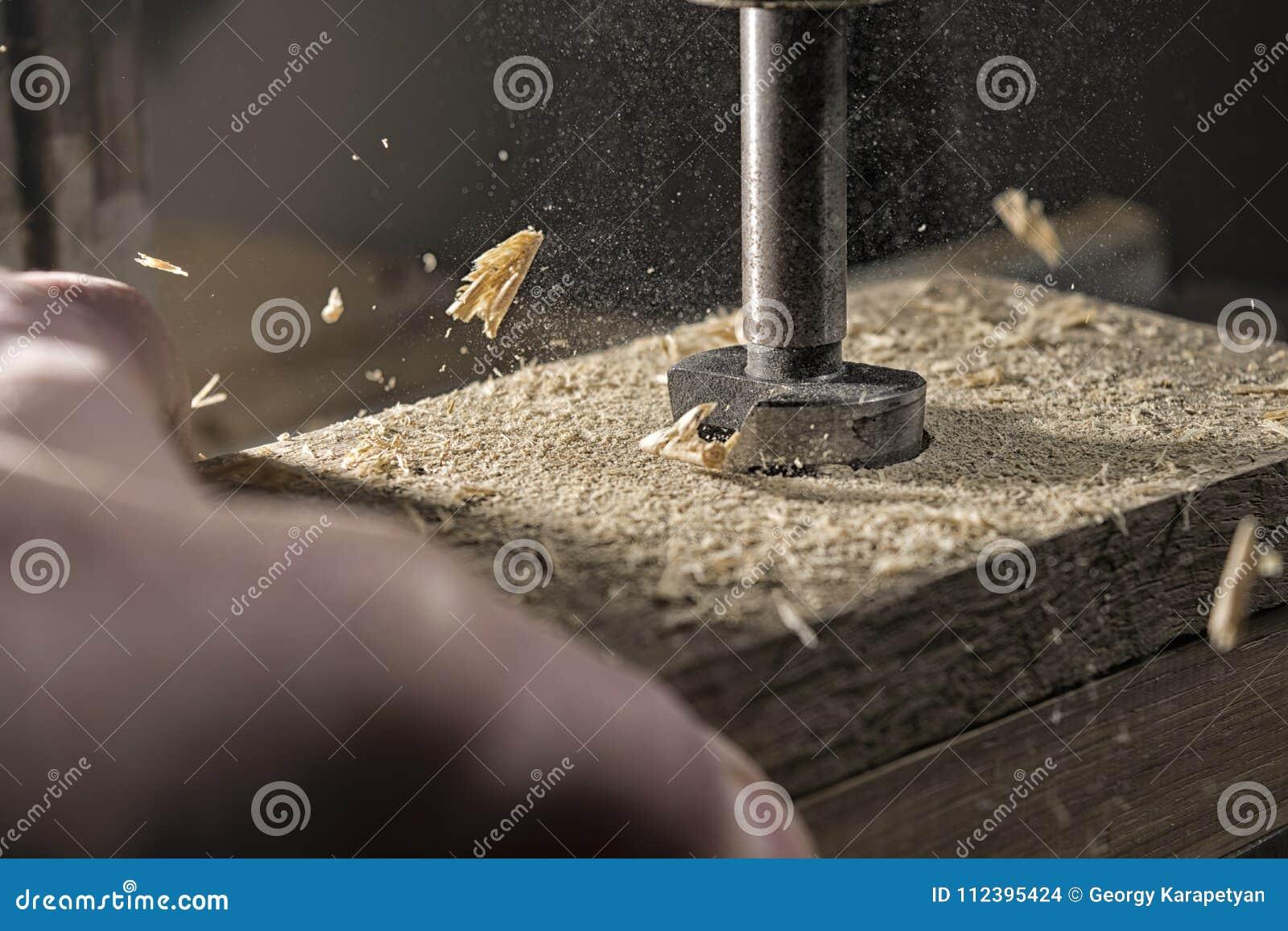Boring van eiken hout
