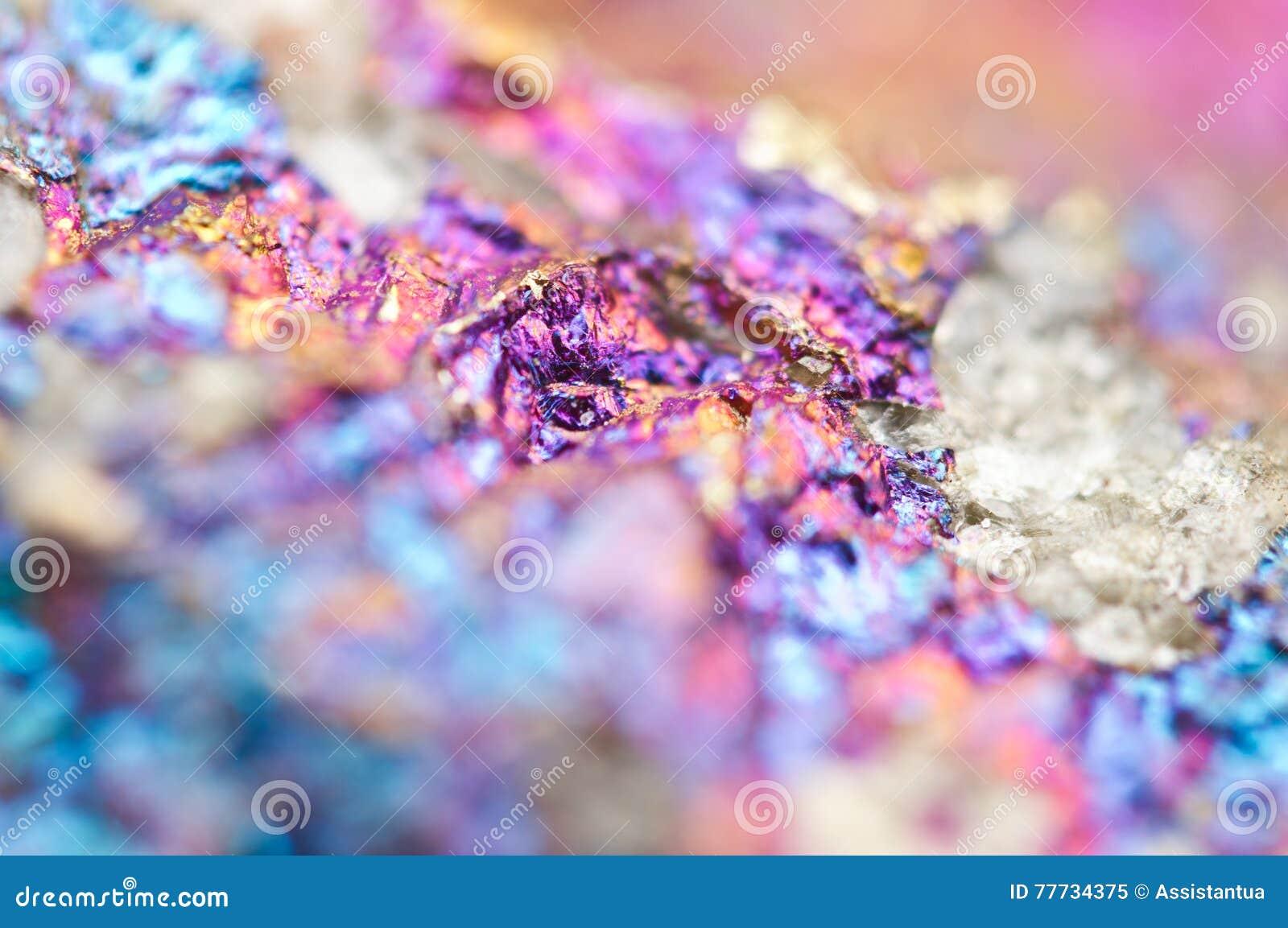 Bornit kruszec krystalizuje kopalinę swój zamazany naturalny tło