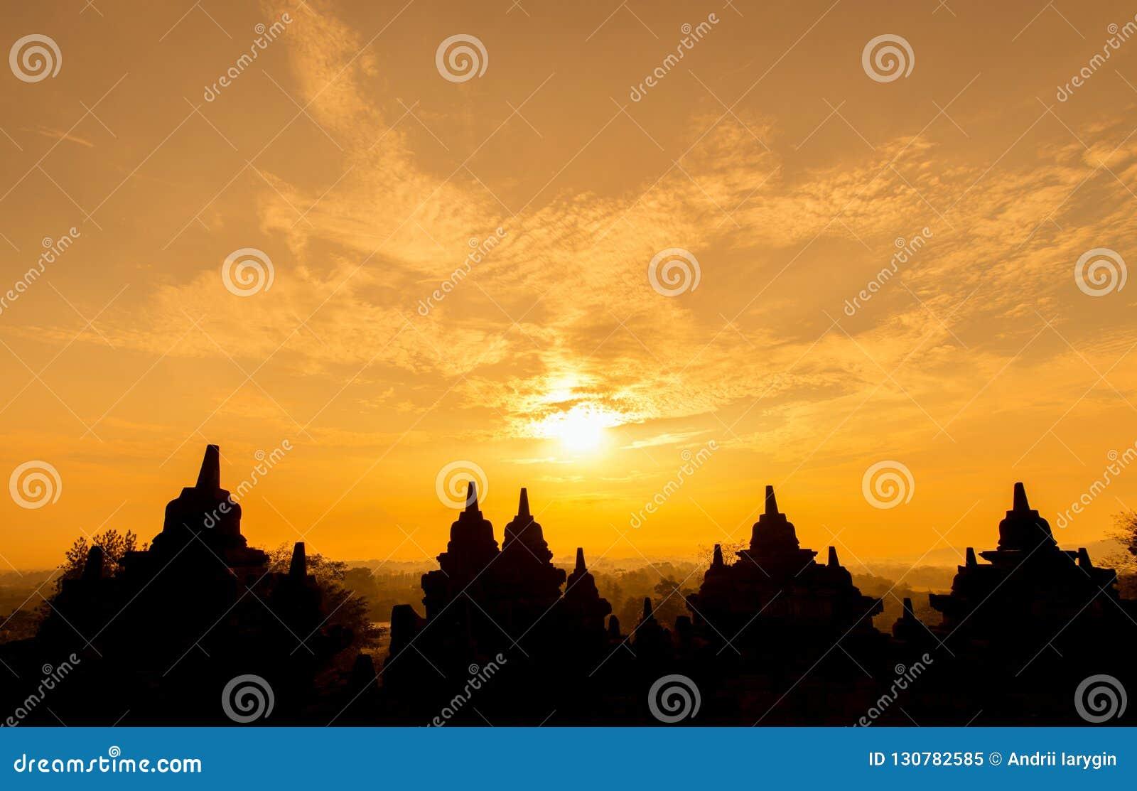 Borobudur-Sonnenaufgang stupas sind buddhistisch