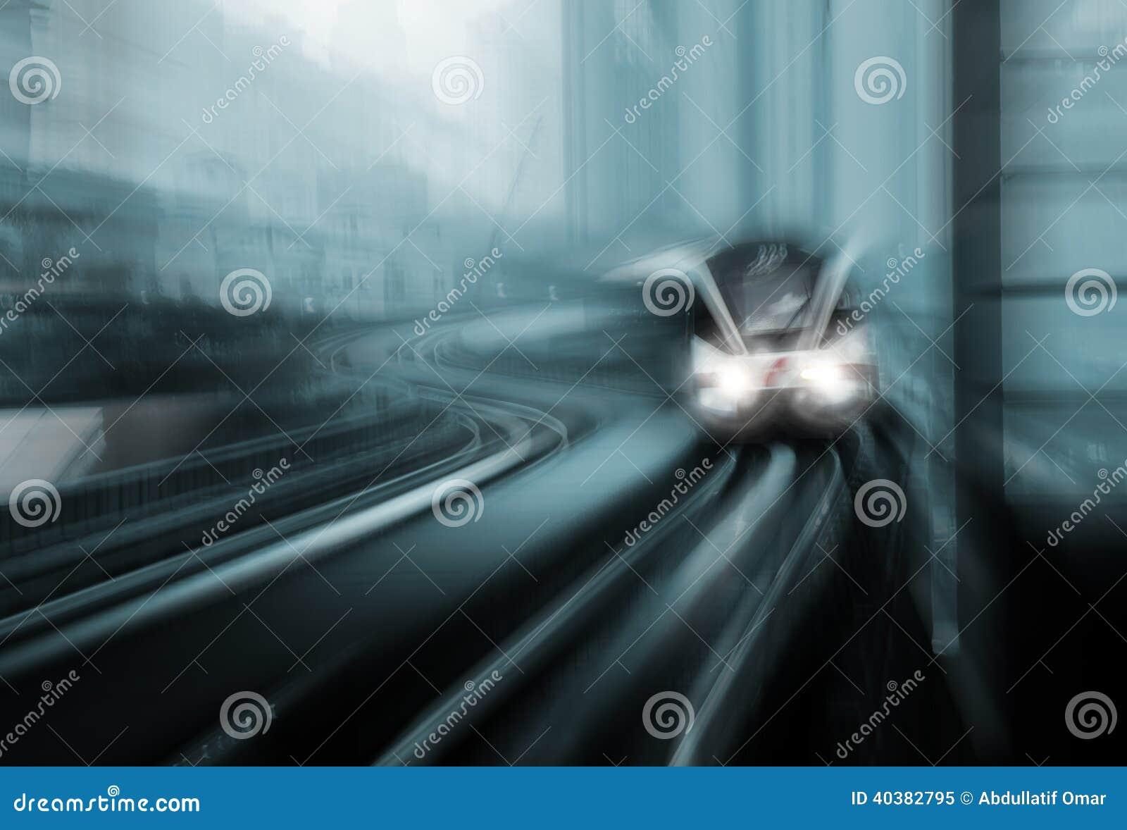 Borrão de movimento do trem de alta velocidade