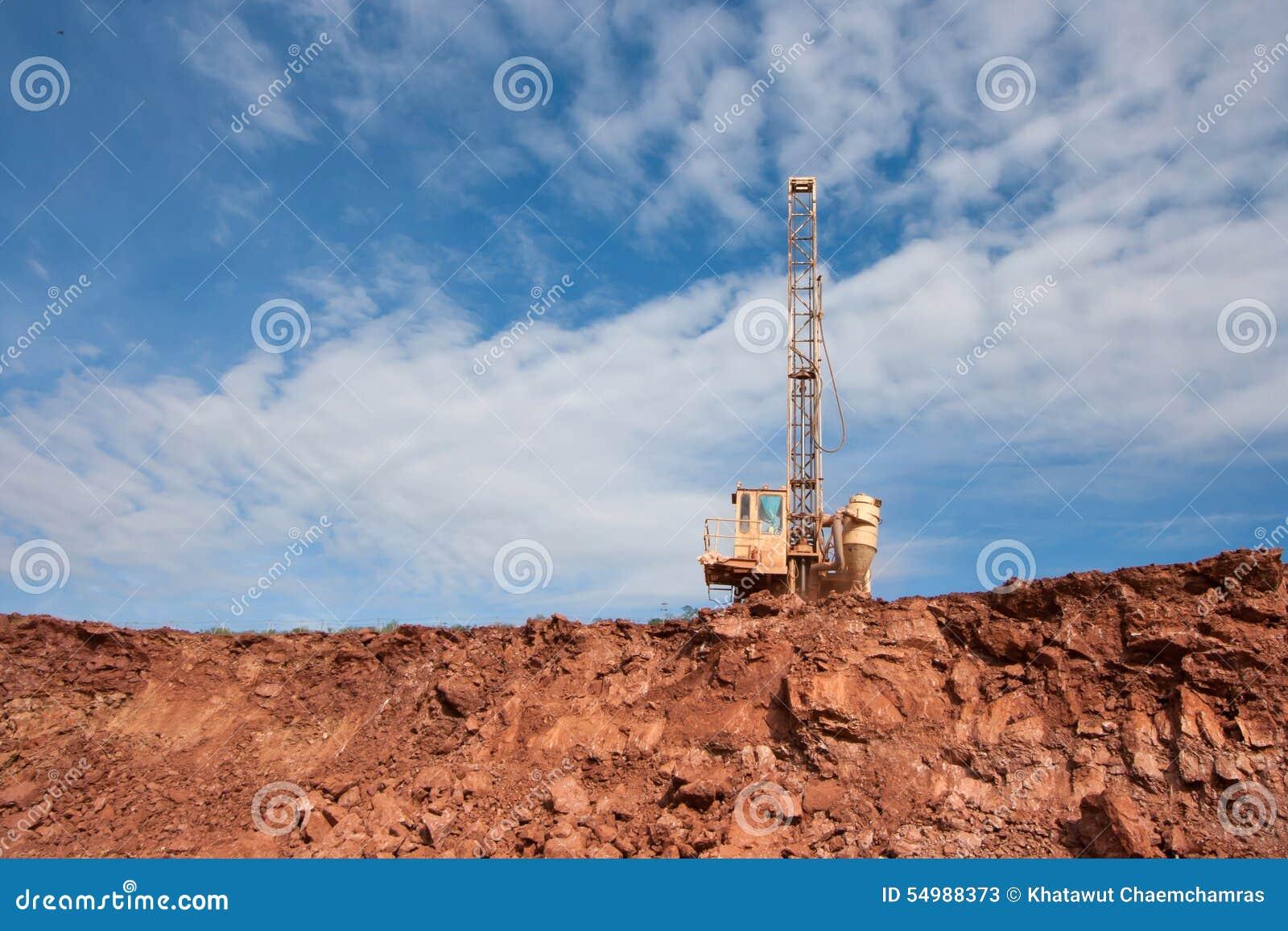 Borra hålmaskinen i en kolgruva