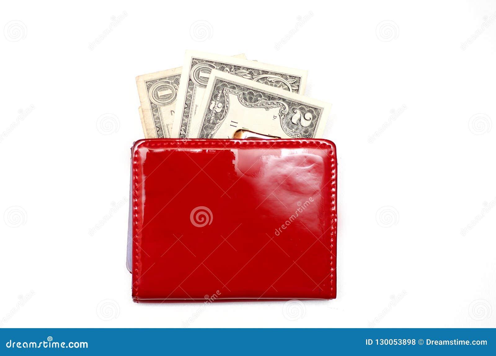 Borsa rossa con soldi su un fondo bianco