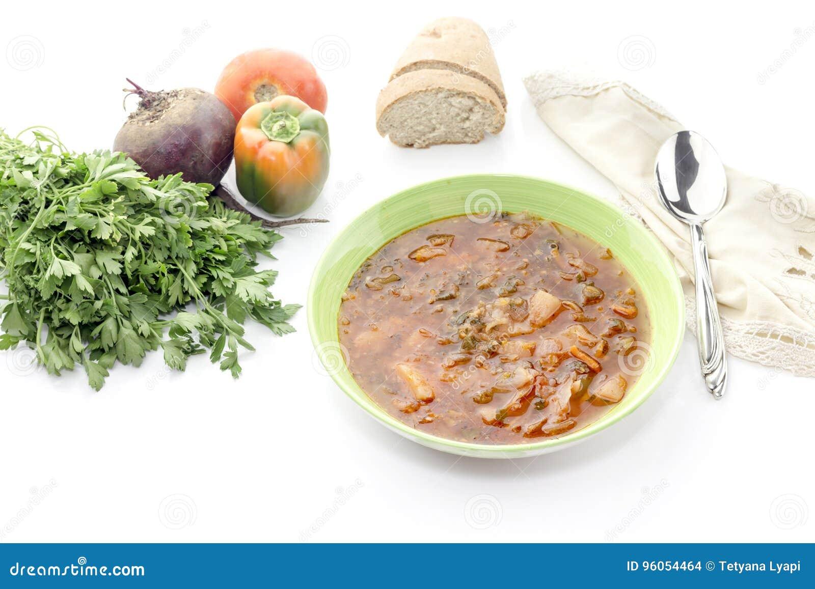 Borscht dans une cuvette