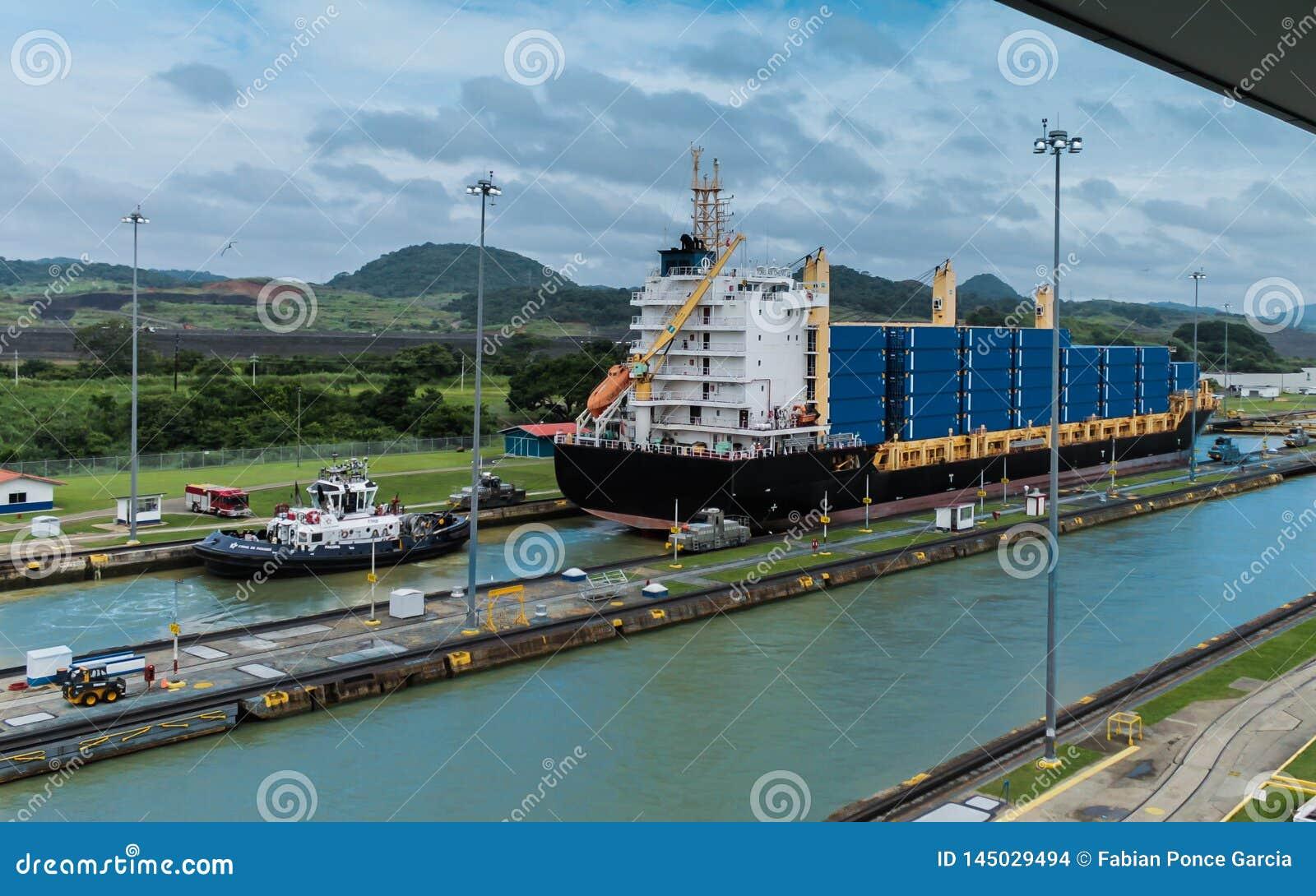 Bortgång för behållareskepp till och med den Panama kanalen