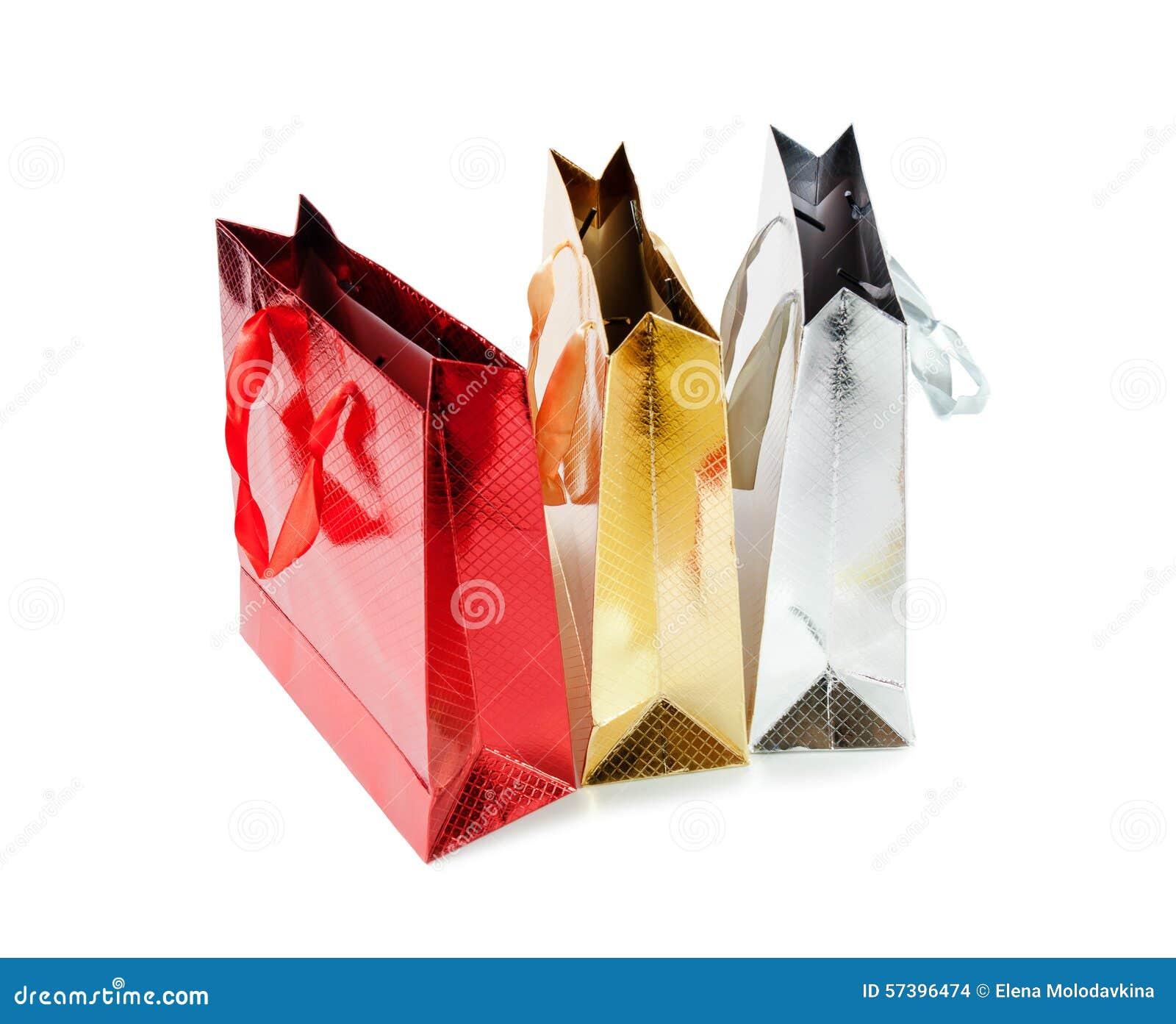 Bos kleurrijke die document zakken voor giften op wit worden geïsoleerd