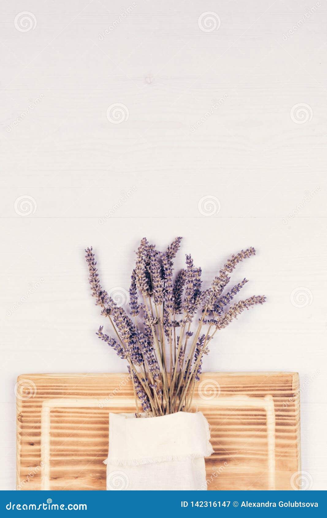 Bos van lavendel op de lijst