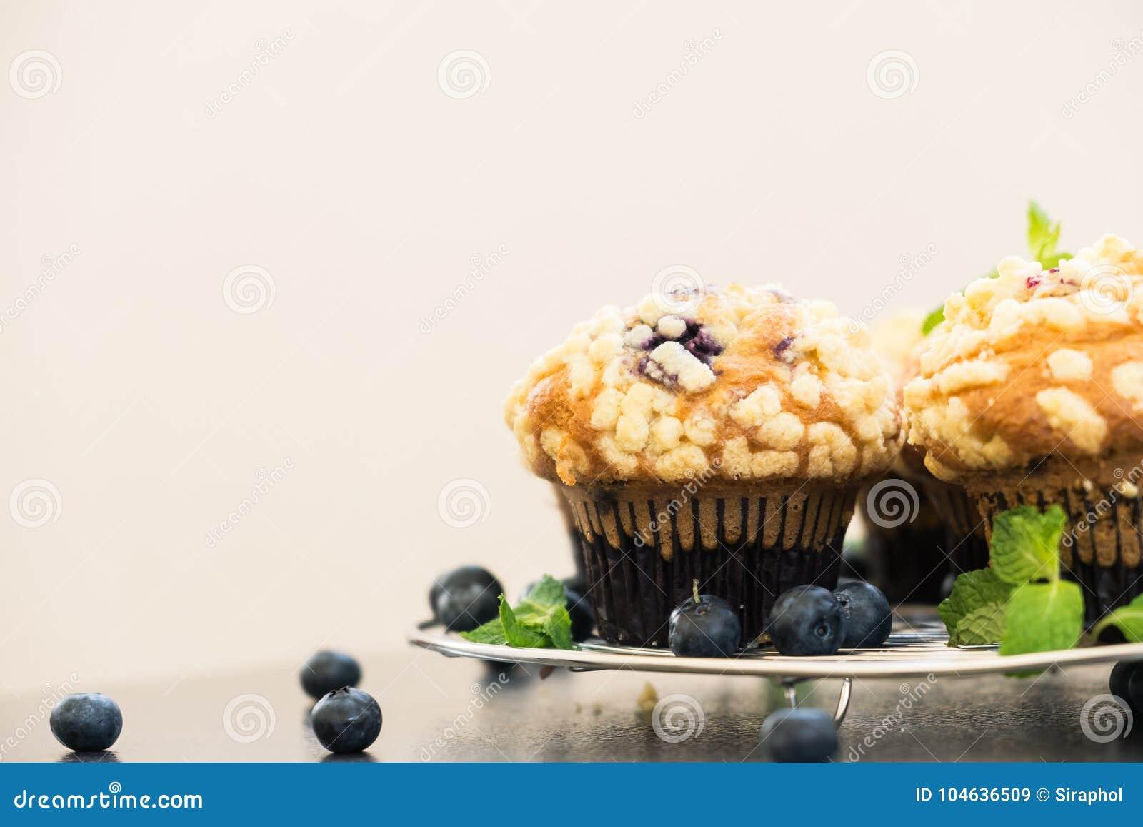 Download Bosbessenmuffin stock afbeelding. Afbeelding bestaande uit snack - 104636509
