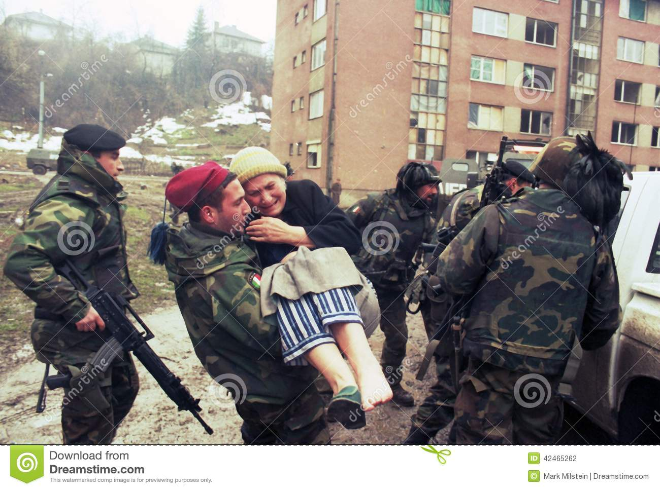 Italian army troops, in Bosnia as part of the United Nation's UNPROFOR ...