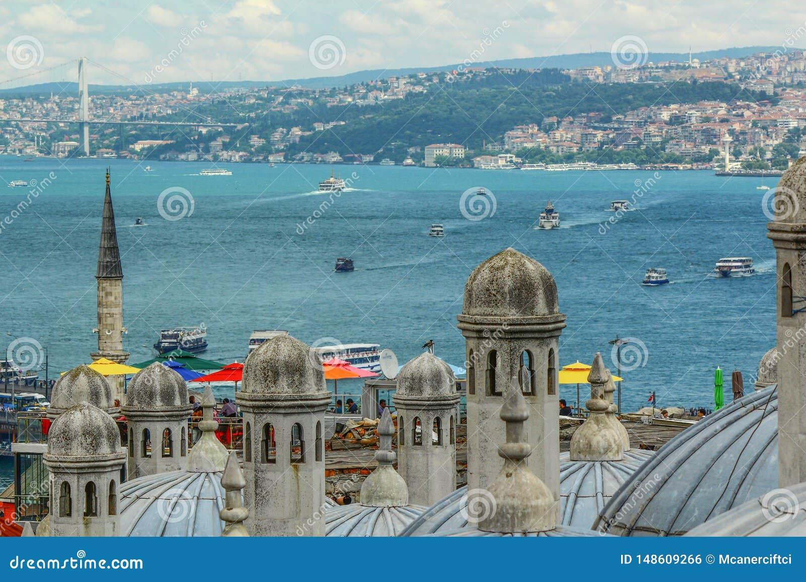 Bosphorusmening Schepen die in het overzees drijven