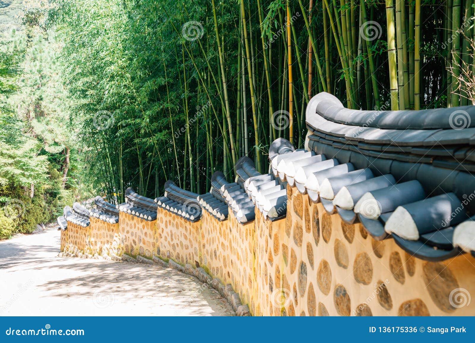 Bosque de bambú y piedra tradicional coreana Wall Street
