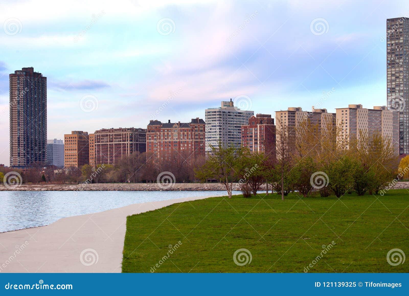 Bostads- byggnader på Montrose i Chicago