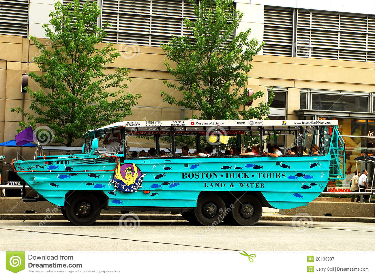 boston duck tour case Cris collinsworth reveals he never heard of the boston accent until he took a duck boat tour alex reimer october 23, 2017 - 9:25 am cris collinsworth remains one of the better analysts in sports when he's breaking down plays and discussing x's and o's but when the conversation drifts away from the field, he often reveals himself to be blissfully.