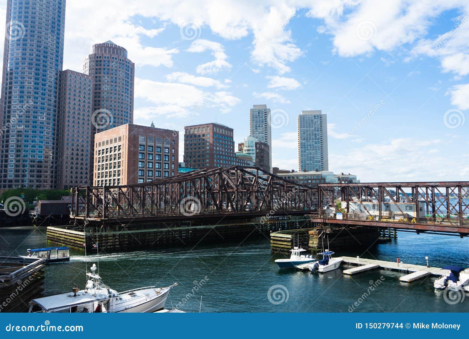 Boston-Skylinestadtbildansicht vom Seehafen