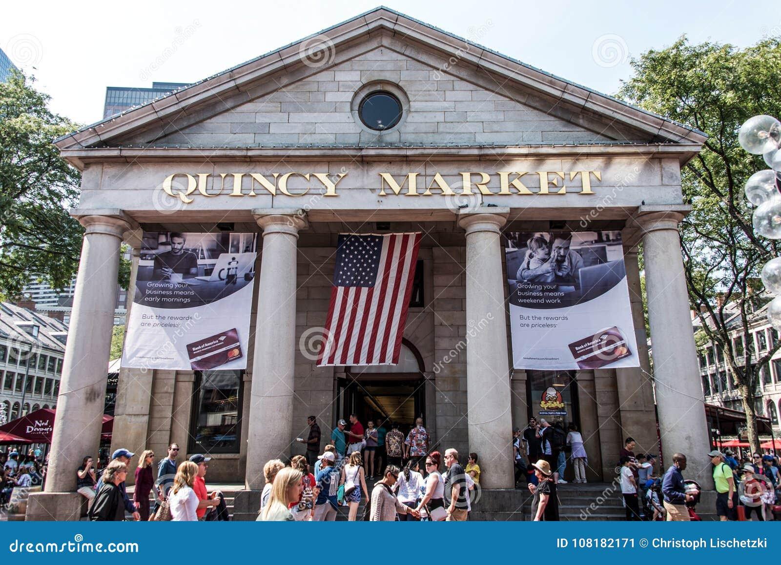 BOSTON VERENIGDE STATEN 05 09 2017 - mensen bij de openlucht Winkelende Hall Quincy Market Government Center historische stad van