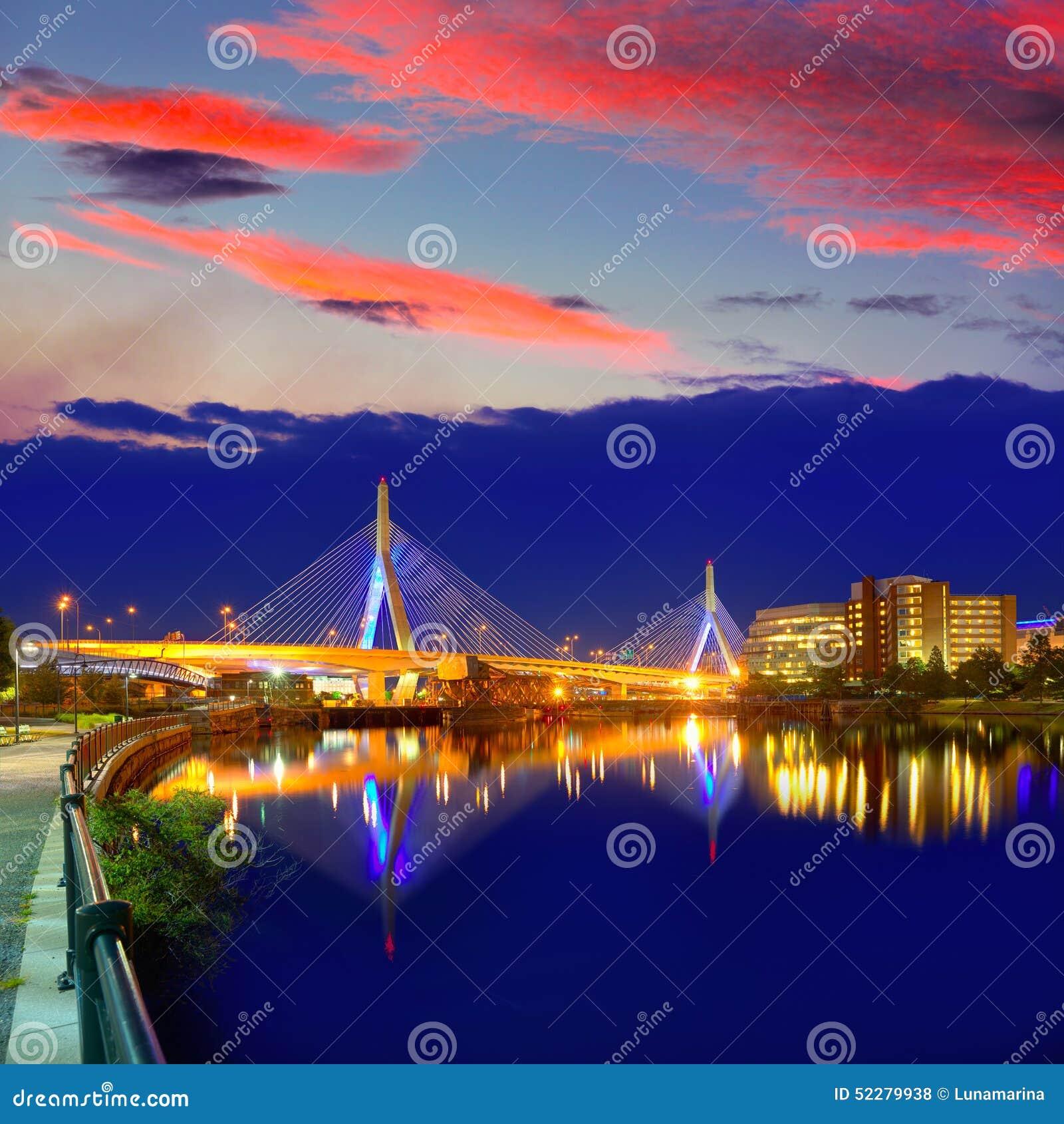 Boston Zakim mosta zmierzch w Massachusetts