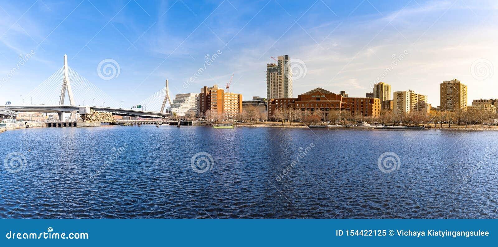Boston Zakim mostu panorama