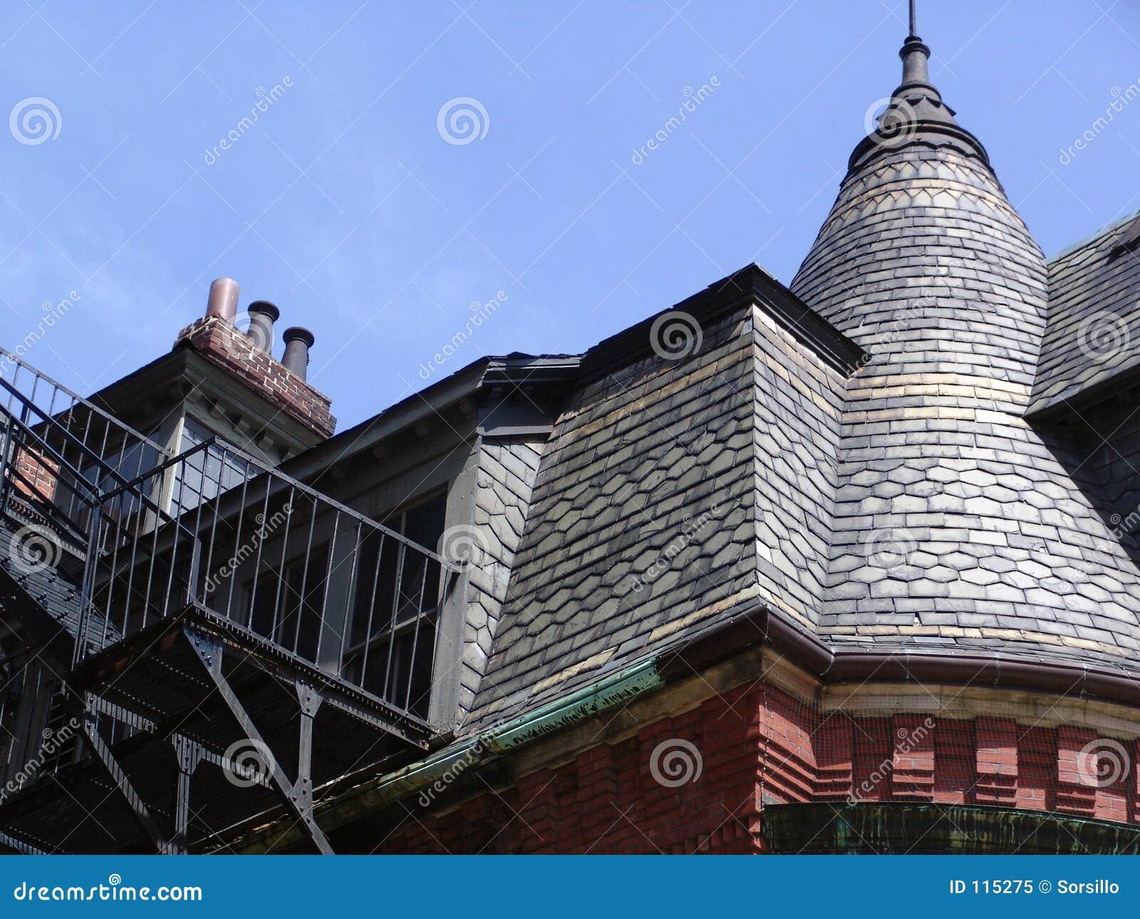 Bostonbrownstone-Dachspitze