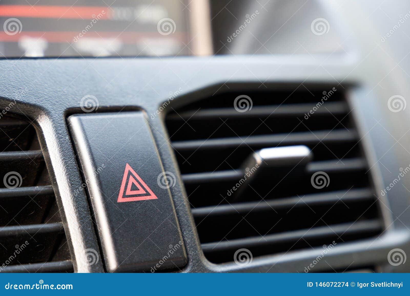 Botão de parada da emergência no carro Advertência do perigo e da parada