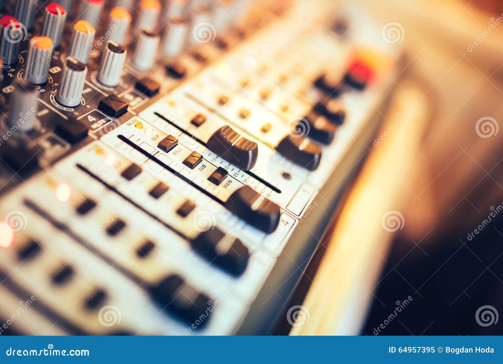 Botão do misturador da música, ajustando o volume Misturador da produção da música, ferramentas de ajuste