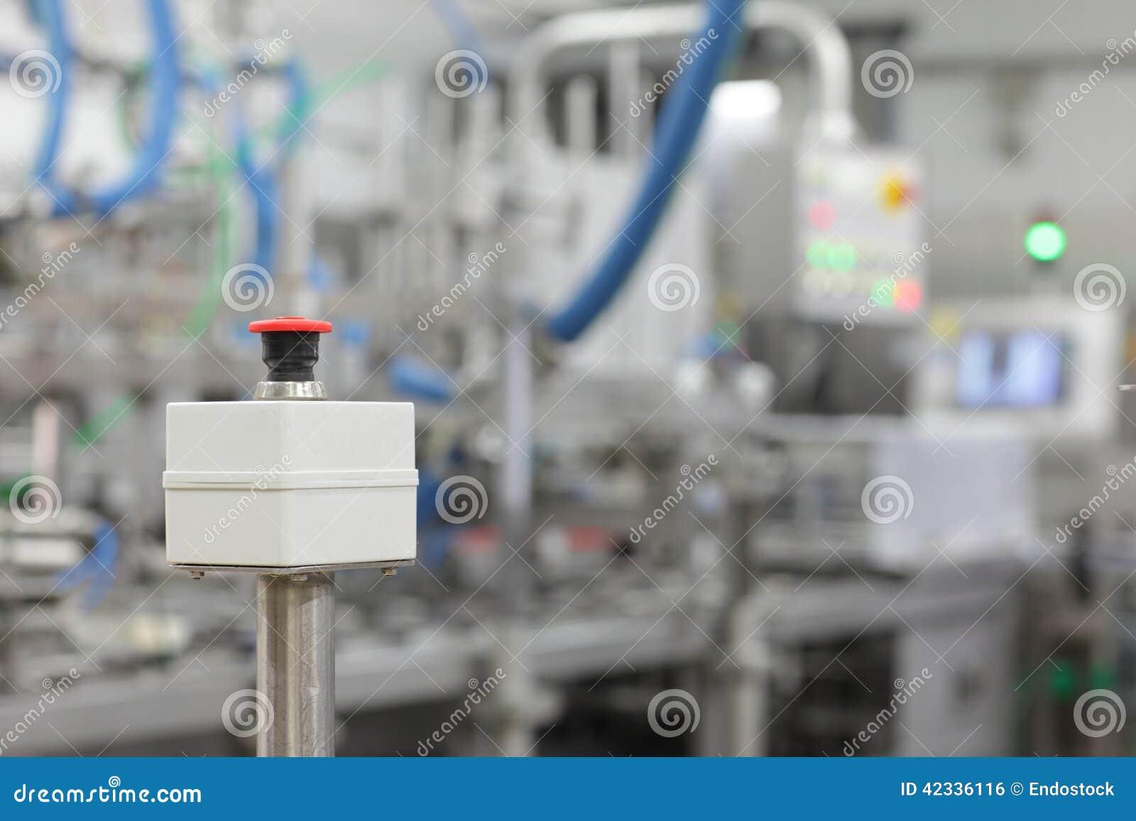 Botão start-stop no dispositivo industrial na planta