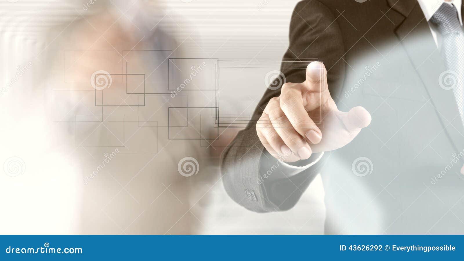 Botón del presionado a mano del hombre de negocios con el contacto