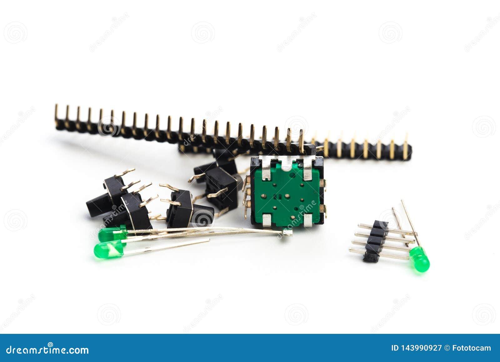Botões, conduzidos, codificador e conectores isolados no branco
