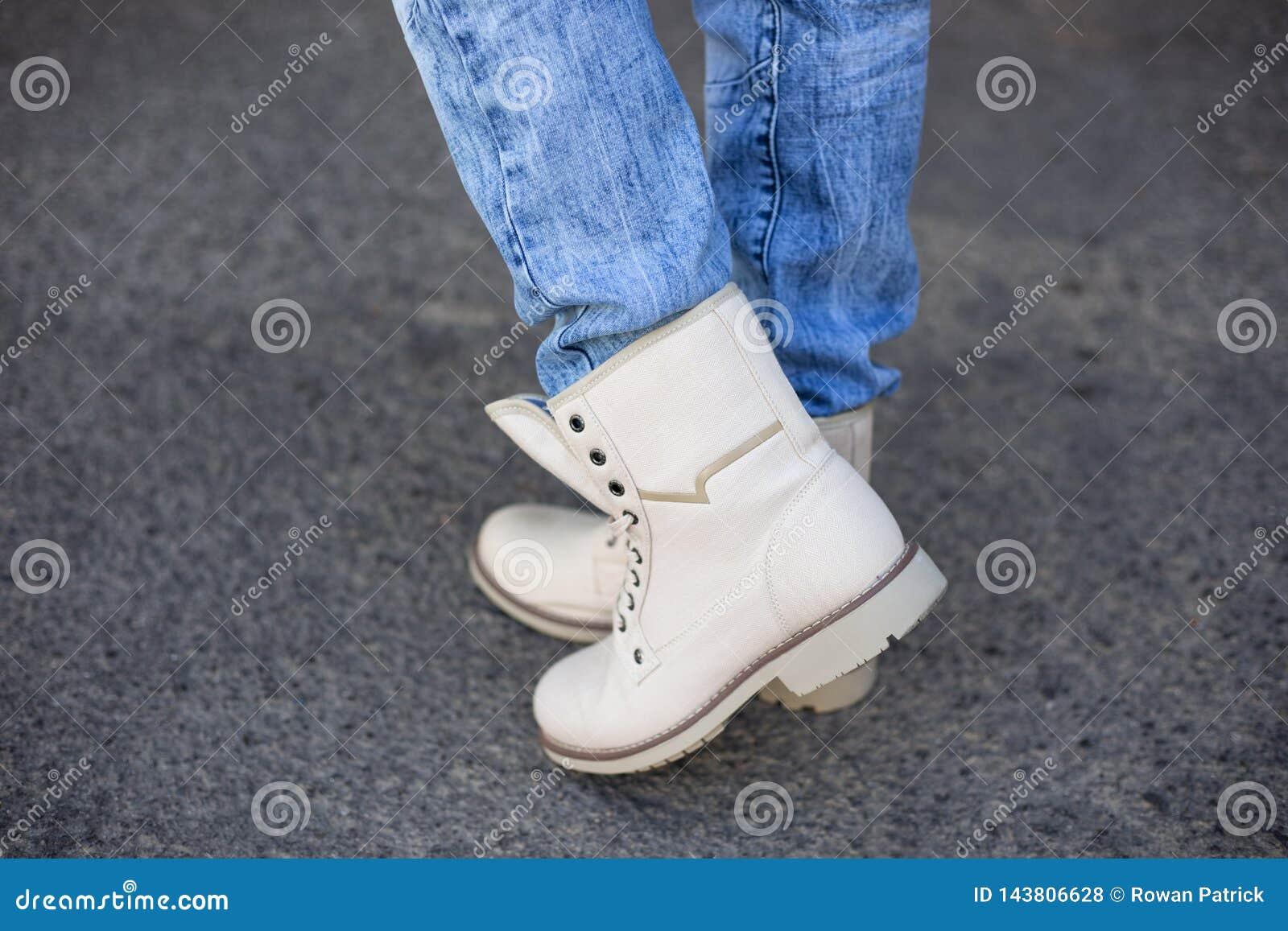 Botas beige en pies