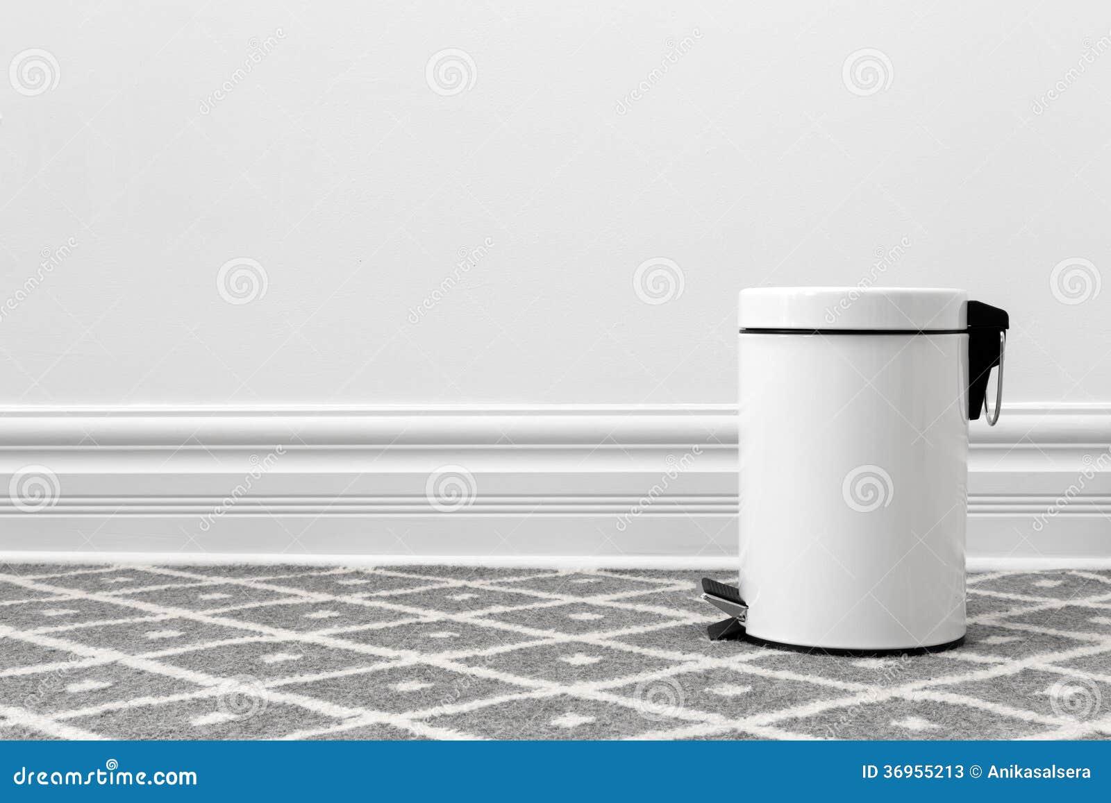 Bote de basura blanco imagen de archivo. Imagen de diseño - 36955213 23b12621ad99