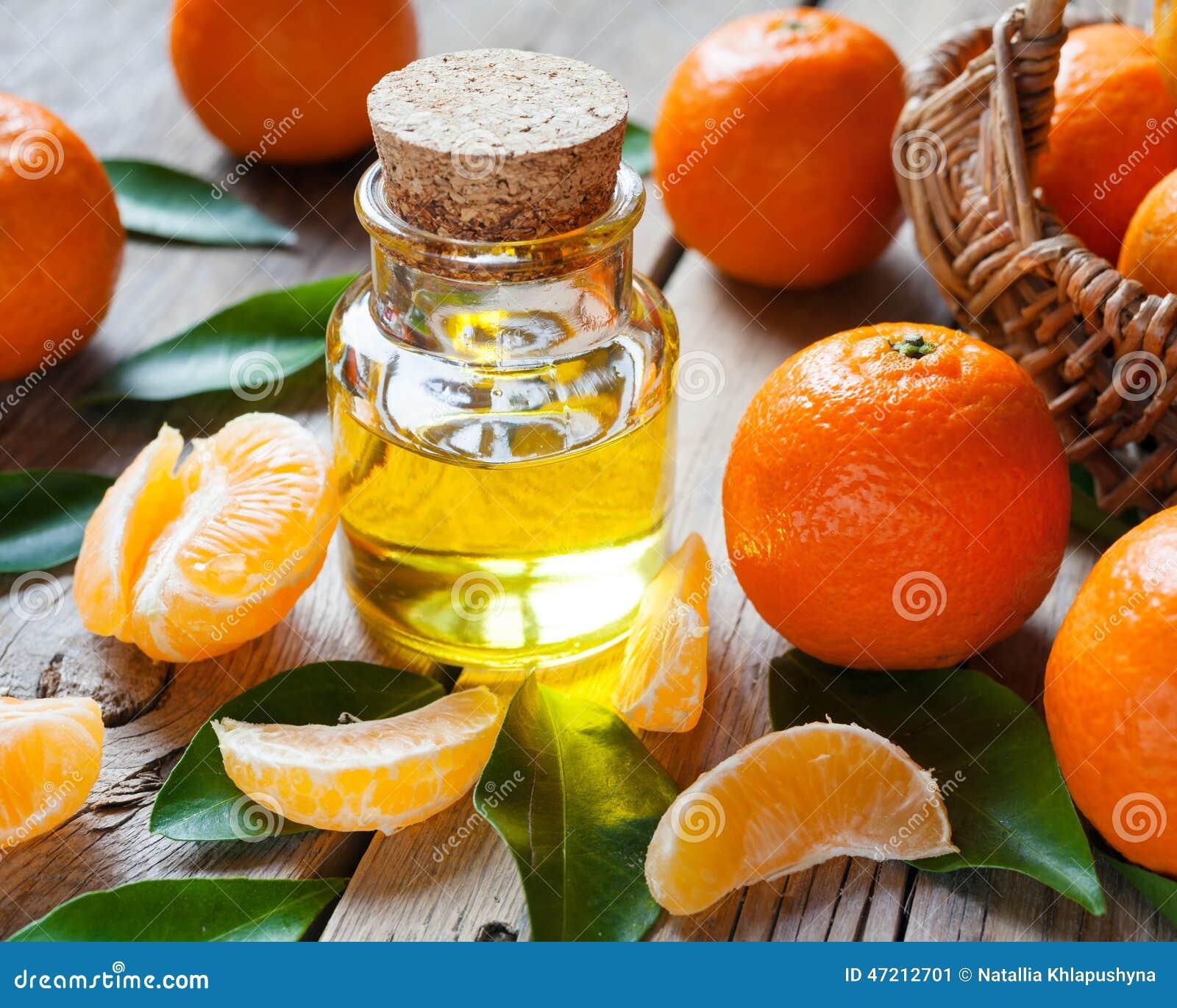 Botella de aceite esencial de la fruta c trica y de for Maduras en la cocina