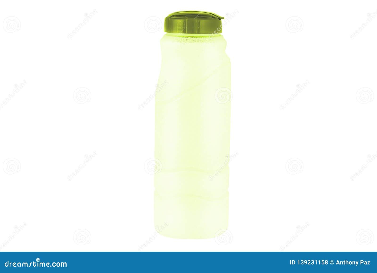 Botella de agua aislada en el fondo blanco