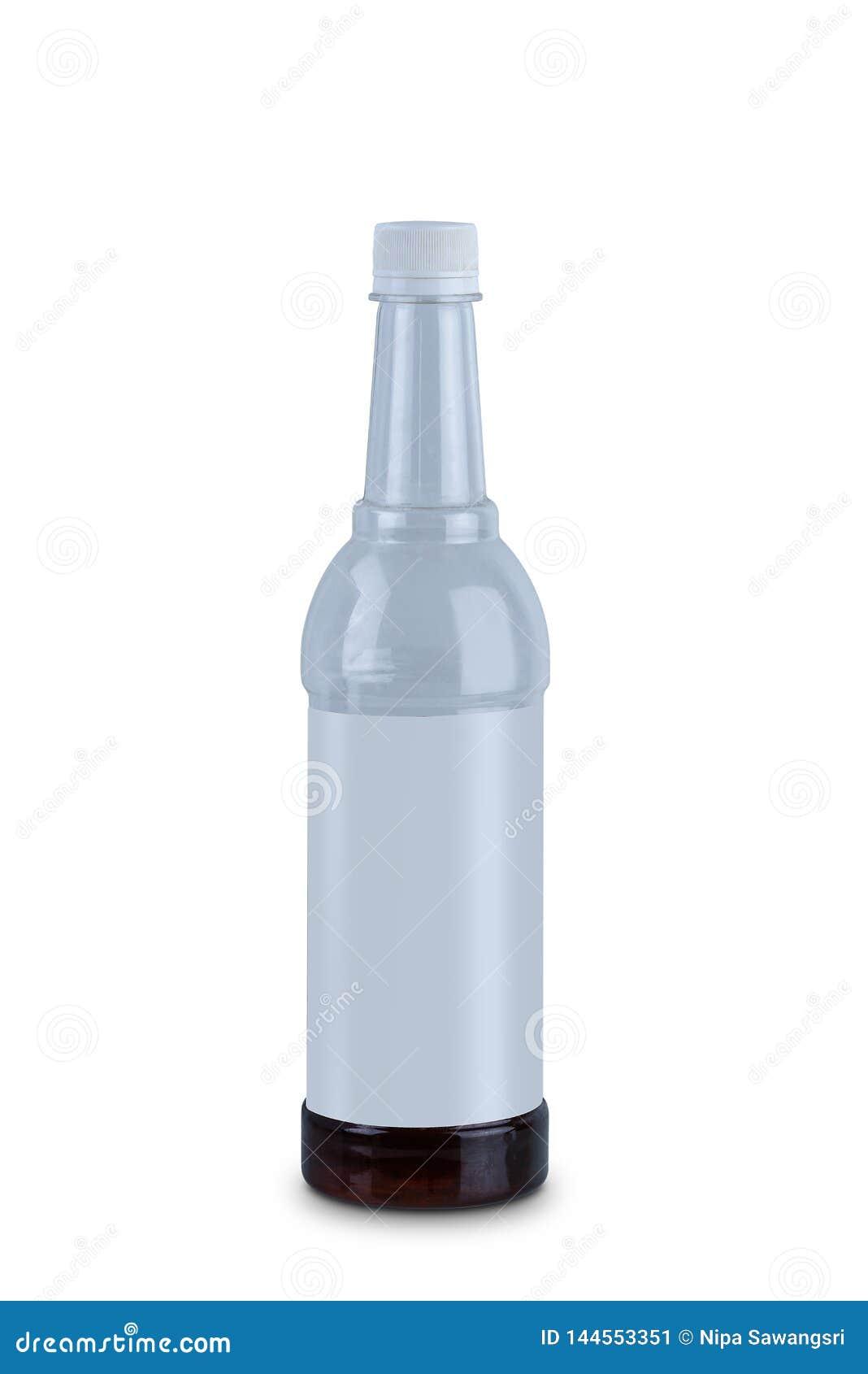 Botella de agua del plástico transparente aislada en el fondo blanco