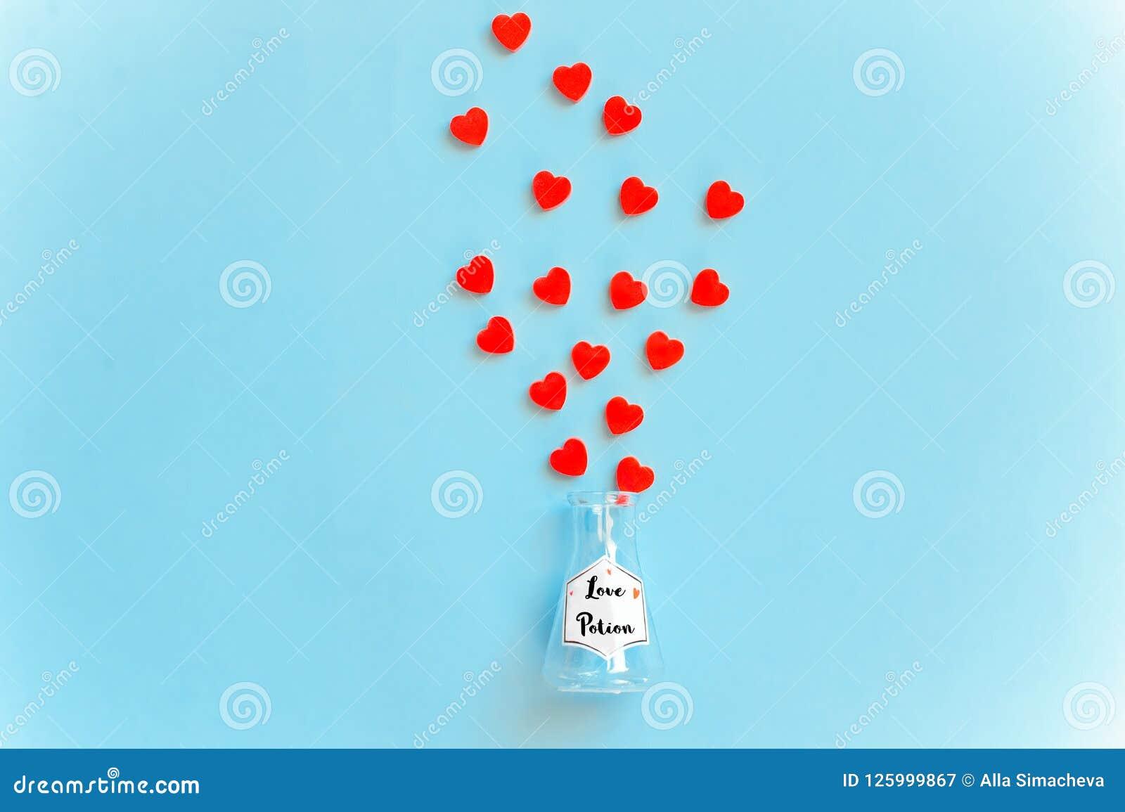 Botella de la poción de amor, concepto para fechar, romance y día del ` s de la tarjeta del día de San Valentín