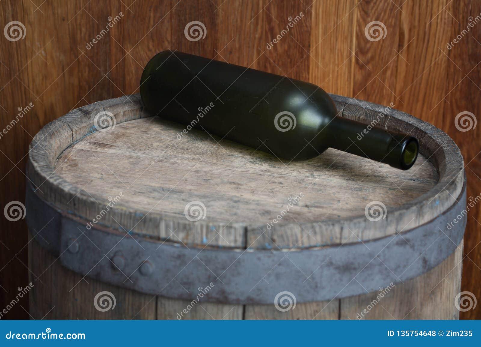 Botella de vino verde vieja