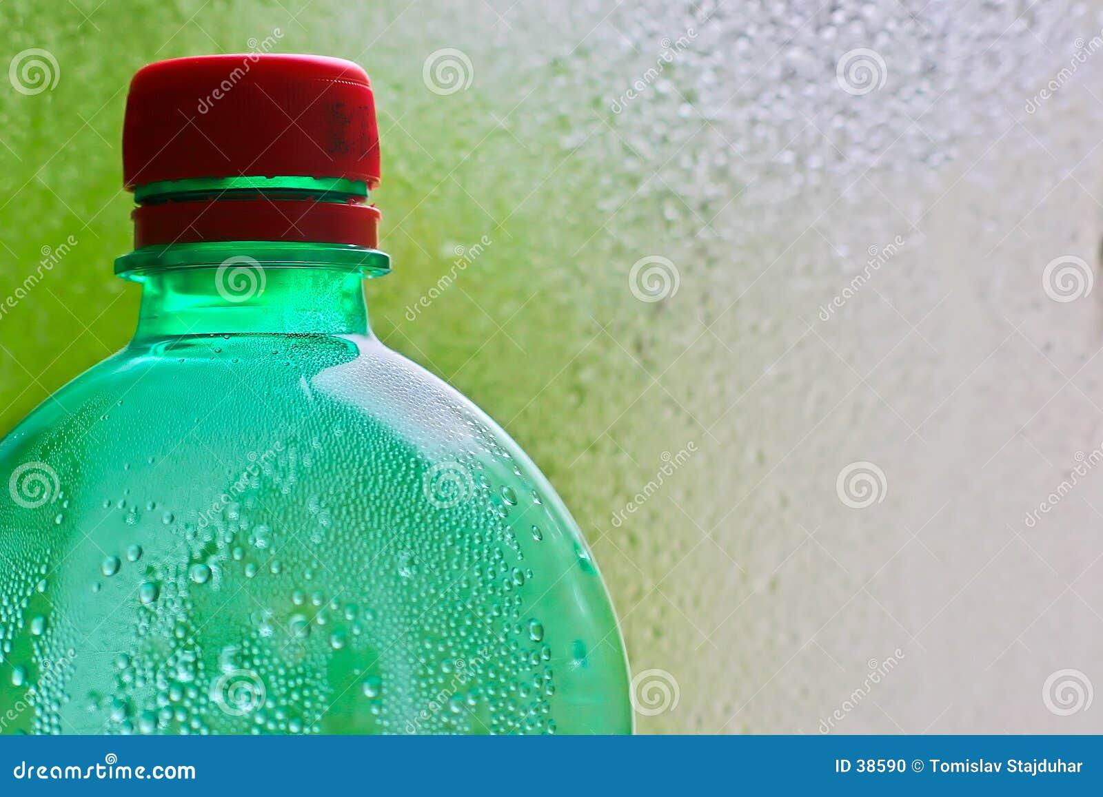 Download Botella verde foto de archivo. Imagen de restaure, gotas - 38590