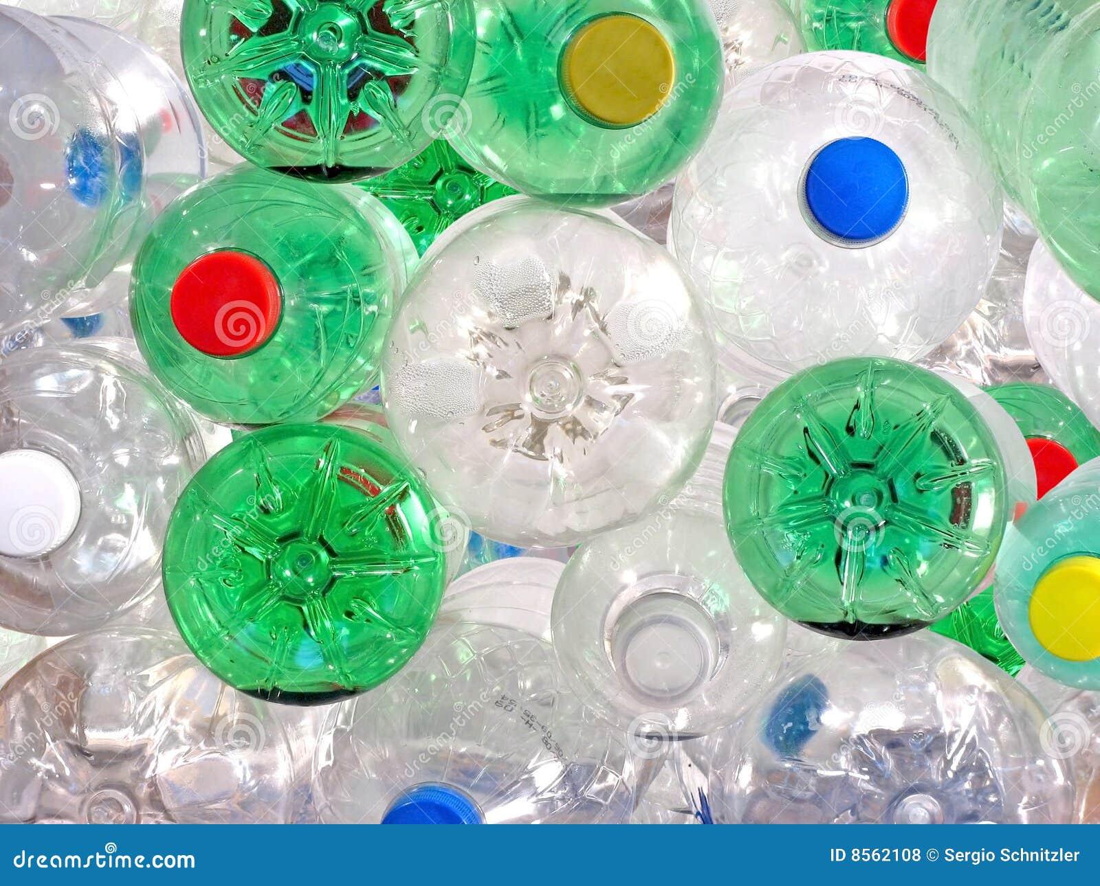 Botellas plásticas de la bebida